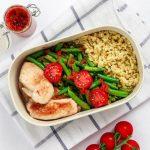 Hühnerfilet mit Fisolen, Pesto und Ebly